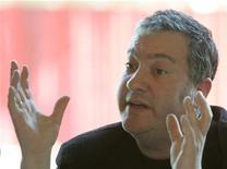 <p>Американский фотограф Спенсер Туник на пресс-конференции в Вене 7 мая 2008 года. Американский фотограф Спенсер Туник ищет в Австралии несколько сотен добровольцев, желающих раздеться на ступенях Сиднейского оперного театра во имя искусства. REUTERS/Herwig Prammer</p>