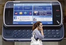 <p>Una pubblicità di Nokia REUTERS/Luke MacGregor</p>