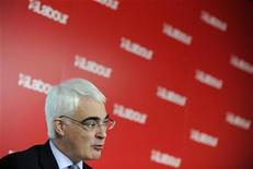 <p>Chancellor Alistair Darling speaks during a news conference in central London January 4, 2010. REUTERS/Toby Melville</p>