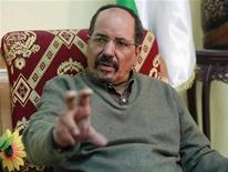 <p>Polisario leader Mohamed Abdelaziz speaks during an interview with Reuters in Algiers December 19, 2009. REUTERS/Louafi Larbi</p>