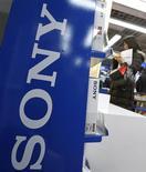<p>Il logo di Sony in un negozio di elettronica a Tokyo. REUTERS/Yuriko Nakao</p>