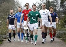 <p>I rappresentanti dei giocatori delle 6 squadre che partecipano al prestigioso torneo di rugby del Sei nazioni posano in una foto inaugurale a Londra. Da sinistra a destra, Chris Cusiter (Scozia), Leonardo Ghiraldini (Italia), Ryan Jones (Galles), Brian O'Driscoll (Irkanda), Steve Borthwick (Inghilterra) e Dimitri Szarzewski (Francia). REUTERS/Eddie Keogh</p>