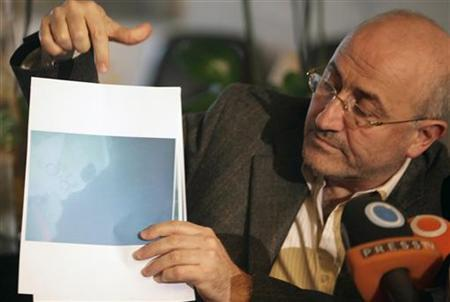 Lebanon's Minister of Public Works and Transport Ghazi Aridi show underwater photographs of parts of the crashed Ethiopian airlines plane during a news conference in Beirut February 6, 2010. REUTERS/Jamal Saidi
