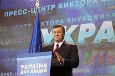<p>Кандидат в президенты Украины Виктор Янукович выступает на брифинге в Киеве, 7 февраля 2010 года. Виктор Янукович объявил себя победителем президентских выборов и пообещал объединить Украину под знаменами реформ ради борьбы с масштабным кризисом и повсеместной бедностью. REUTERS/Grigory Dukor</p>