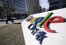 <p>Logo di Google nei pressi del quartier generale a Pechino, foto d'archivio. REUTERS/Jason Lee</p>