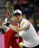 <p>Российская теннисистка Алиса Клейбанова во время матча Кубка Федерации в Белграде 6 февраля 2010 года. Россиянка Алиса Клейбанова успешно преодолела барьер первого круга на теннисном турнире Paris Open, проходящем во французской столице. REUTERS/Ivan Milutinovic</p>