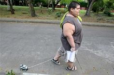 <p>Caro, ragazzo colombiano che pesa 162 kg, in una foto d'archivio. REUTERS/Jaime Saldarriaga</p>