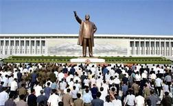 "<p>North Koreans offer flowers at the giant bronze statue of state founder and ""Great Leader"" Kim-Il Sung in Pyongyang, July 27, 2009. REUTERS/KCNA</p>"