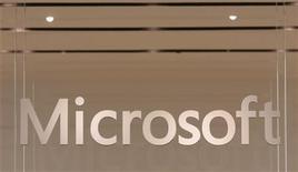 <p>Il logo del colosso dei software americano Microsoft. REUTERS/Joshua Lott</p>