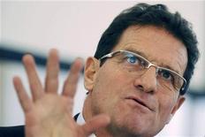 <p>Treinador da seleção inglesa, Fabio Capello, participa de aula na Universidade de Parma. Ele disse que ficaria muito feliz com uma final entre Itália, seu país de origem e Inglaterra na Copa da África do Sul. 10/02/2010 REUTERS/Paolo Bona</p>