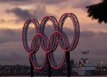<p>Gli anelli simbolo delle Olimpiadi. REUTERS/Lyle Stafford</p>