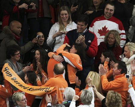 Sven Kramer of the Netherlands hugs his girlfriend Naomi van As after winning the gold medal in the men's 5000 meters speed skating race at the Richmond Olympic Oval during the Vancouver 2010 Winter Olympics, February 13, 2010. REUTERS/Lyle Stafford