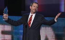 "<p>British actor Hugh Laurie accepts the favorite TV drama award for his show ""House"" at the 2010 People's Choice Awards in Los Angeles January 6, 2010. REUTERS/Lucy Nicholson</p>"
