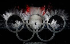 <p>A snowboarder flies through the olympic rings at the start of the opening ceremony of the Vancouver 2010 Winter Olympics, February 12, 2010. REUTERS/David Gray</p>