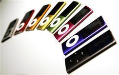 """<p>Линейка плееров iPod Nano на медиа-выставке Apple """"Let's Rock"""" в Сан-Франциско 9 сентября 2008 года. Иерархи Англиканской церкви в Великобритании призвали прихожан в дни Великого поста отказаться от использования плееров iPod для того, чтобы помочь сохранить родную планету. REUTERS/Robert Galbraith</p>"""
