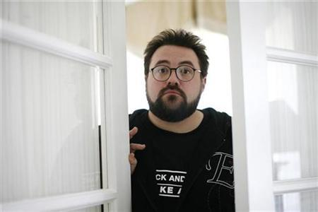 Director Kevin Smith poses in Los Angeles, October 19, 2008. REUTERS/Mario Anzuoni