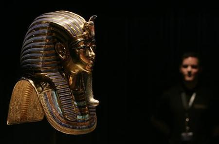 A visitor views a reproduction of the golden funerary mask at the 'Tutankhamun - His Tomb and Treasures' exhibition in Zurich March 7, 2008. REUTERS/Michael Buholzer