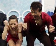 <p>15 febbraio 2010. Shen Xue e Zhao Hongbo dimostrano tutta lo loro felicità per l'oro nella gara di pattinaggio artistico. REUTERS/Lucy Nicholson</p>