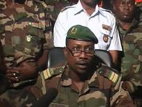 <p>Colonel Goukoye Abdul Karimou reads a statement signed by Salou Djibo in Niamey in this videograb dated February 18, 2010 after President Mamadou Tandja was ousted in a military coup. REUTERS/Reuters TV</p>