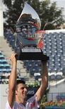 <p>O número dois do mundo Novak Djokovic superou um surto de raiva e um atraso de um dia devido à chuva e manteve seu título em Dubai, derrotando o russo Mikhail Youzhny em parciais de 7-5, 5-7 e 6-3 neste domingo.REUTERS/Ahmed Jadallah</p>