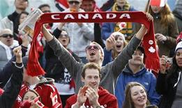 <p>Canadian fans celebrate after Canada scored the winning goal in their men's ice hockey gold medal game against the U.S. during the Vancouver 2010 Winter Olympics February 28, 2010. REUTERS/Chris Helgren</p>