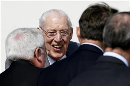 Ian Paisley (2nd L) laughs during the opening of the Battle of the Boyne visitors centre near Drogheda, County Meath in Ireland May 6, 2008. REUTERS/David Moir