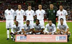 <p>Сборная Англии позирует для фотографов перед матчем с Хорватией в Лондоне 9 сентября 2009 года. Сборная Англии в мае сыграет товарищеские матчи с командами Мексики и Японии в рамках подготовки к финальной части чемпионата мира в ЮАР, сообщила Футбольная ассоциация страны. REUTERS/ Eddie Keogh</p>