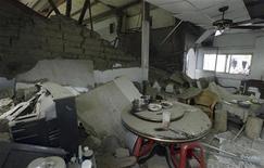 <p>Разрушенный дом на юге Тайваня 4 марта 2010 года. Землетрясение силой 6,4 балла по шкале Рихтера сотрясло Тайвань - на острове остановлено движение общественного транспорта, 11 человек получили ранения. REUTERS/Stringer</p>