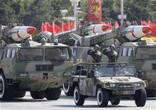 <p>Военный парад, посвященный 60-летию с основания Китайской Народной Республики, в Пекине 1 октября 2009 года. Военные расходы Китая в 2010 году увеличатся на 7,5 процента по сравнению с прошлым годом, сообщил представитель китайского парламента Ли Чжаосин в четверг. REUTERS/Jason Lee</p>