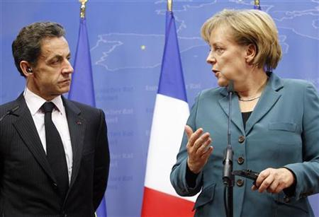France's President Nicolas Sarkozy (L) and Germany's Chancellor Angela Merkel hold a news conference in Brussels November 19, 2009 on the Copenhagen climate conference. REUTERS/Sebastien Pirlet