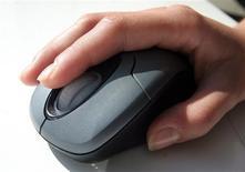 <p>Les concepteurs de six navigateurs internet pressent l'Union européenne d'inciter Microsoft à augmenter leur visibilité sur l'écran de choix du navigateur qu'il est désormais tenu de proposer. /Photo d'archives/REUTERS/Catherine Benson</p>