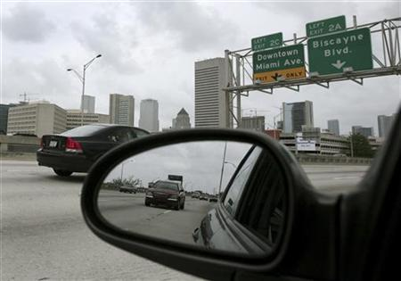 Cars run on the I-95 highway in Miami in this May 15, 2007 file photo. REUTERS/Carlos Barria