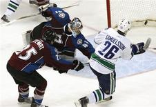 <p>Vancouver Canucks winger Mikael Samuelsson (26) scores past Colorado Avalanche goalie Craig Anderson (C) and winger Chris Stewart during the second period of their NHL game in Denver March 9, 2010. REUTERS/Rick Wilking</p>