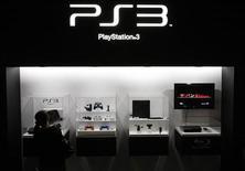 <p>Dispositivi per la PlayStation 3 in foto d'archivio. REUTERS/Toru Hanai</p>