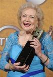 <p>Foto de archivo: la actriz Betty White recibe un premio en Los Angeles, ene 23 2010. REUTERS/Phil McCarten (UNITED STATES)</p>