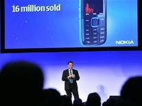 <p>Olli-Pekka Kallasvuo amministratore delegato di Nokia durante una conferenza a Espoo, quartier generale dell'azienda finlandese. Foto d'archivio. REUTERS/Lehtikuva/Pekka Sakki</p>