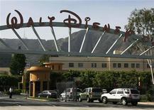 <p>L'ingresso della sede della Walt Disney a Burbank, in California. REUTERS/Fred Prouser</p>