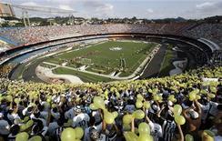 <p>Partida do São Paulo no estádio do Morumbi, que deverá receber partidas da Copa do Mundo. REUTERS/Paulo Whitaker</p>