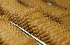 <p>Традиционное бельгийское печенье на заводе Lotus в Лембеке 1 декабря 2008 года. Сотрудник одного из британских колл-центров был уволен за то, что съел печенье со стола коллеги, сообщает газета Daily mail (www.dailymail.co.uk). REUTERS/Thierry Roge</p>