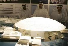 <p>Emirati citizens look at a model of the Louvre Abu Dhabi during the signing of a cultural exchange agreement in Abu Dhabi March 6, 2007. REUTERS/Osayd Hasan</p>