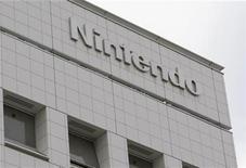 <p>Foto de archivo de la casa matriz de Nintendo Co en Kioto, Japón, dic 8 2008. El fabricante de videojuegos Nintendo tiene previsto lanzar un nuevo modelo de sus consolas portátiles DS que permitirá a los usuarios jugar videojuegos en tres dimensiones (3D) sin usar gafas especiales. REUTERS/Issei Kato</p>