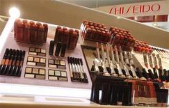 <p>Cosmetici in un negozio in foto d'archivio. REUTERS/Yuriko Nakao</p>