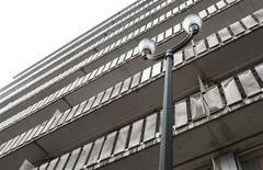 <p>Жилой дом в Брюсселе 5 января 2010 года. Житель Бельгии погиб, когда на него упала женщина, решившая покончить жизнь самоубийством, сообщила полиция в среду. REUTERS/Francois Lenoir</p>