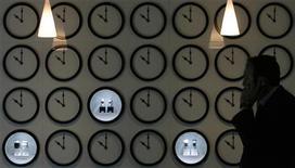<p>Proposer des montres de luxe sur internet n'est pas à l'ordre du jour pour les marques horlogères réunies au salon mondial de l'horlogerie et de la bijouterie à Bâle, même si d'autres acteurs du luxe utilisent déjà cette voie de distribution. /Photo d'archives/REUTERS/Christian Hartmann</p>