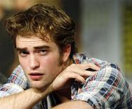 """<p>Ator Robert Pattinson do filme """"Lua Nova"""" participa da Convenção Comic Con em São Diego. O DVD do filme começou a ser vendido no sábado. 23/06/2009 REUTERS/Mario Anzuoni</p>"""
