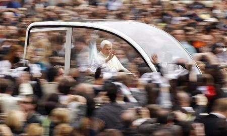 Pope Benedict XVI arrives to lead his weekly Wednesday general audience in St. Peter square at the Vatican March 24, 2010. REUTERS/Tony Gentile