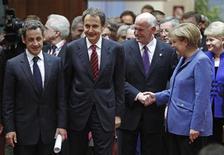 <p>Справа налево: канцлер Германии Ангела Меркель, премьер-министр Греции Георгиос Папандреу, испанский премьер-министр Хосе Луис Родригес Сапатеро и президент Франции Николя Саркози на встрече лидеров еврозоны в Брюсселе, 25 марта 2010 года. Лидеры еврозоны и Международный валютный фонд в четверг решили создать совместную систему финансовой безопасности, чтобы помочь обремененной долгами Греции и восстановить уверенность в единой европейской валюте. REUTERS/Yves Herman</p>