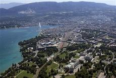 <p>The buildings of the European headquarters of the United Nations are seen in front of the city of Geneva with Lake Leman and the Jet d'Eau fountain August 1, 2009. REUTERS/Denis Balibouse</p>