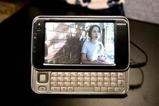 <p>Immagine d'archivio del Nokia N810. REUTERS/Kimberly White (UNITED STATES)</p>