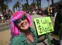 <p>Donna festeggia il primo d'aprile per le strade di San Francisco, foto d'archivio. REUTERS/Robert Galbraith</p>